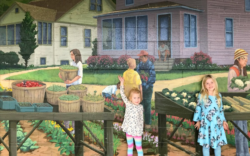 Kids at mural in Kalamazoo